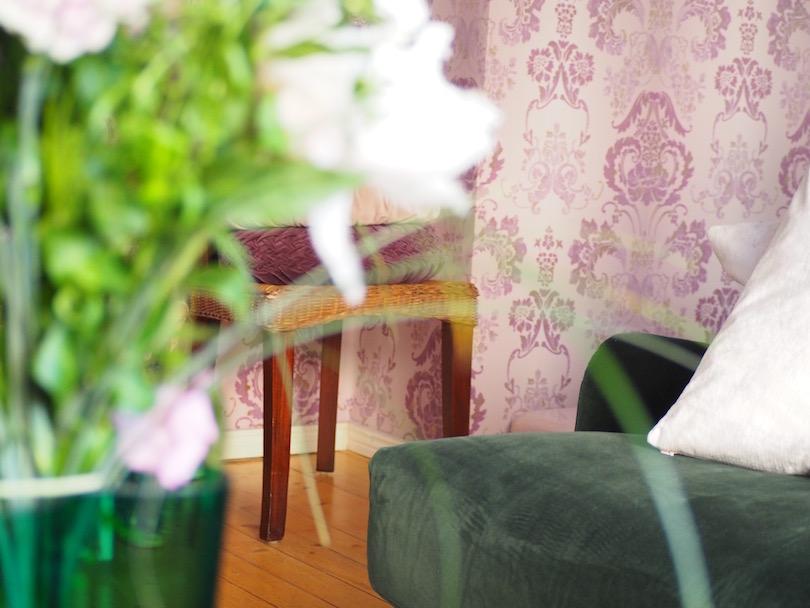 Sohvaa, mekkoa, pyöriä ja kukkia:)