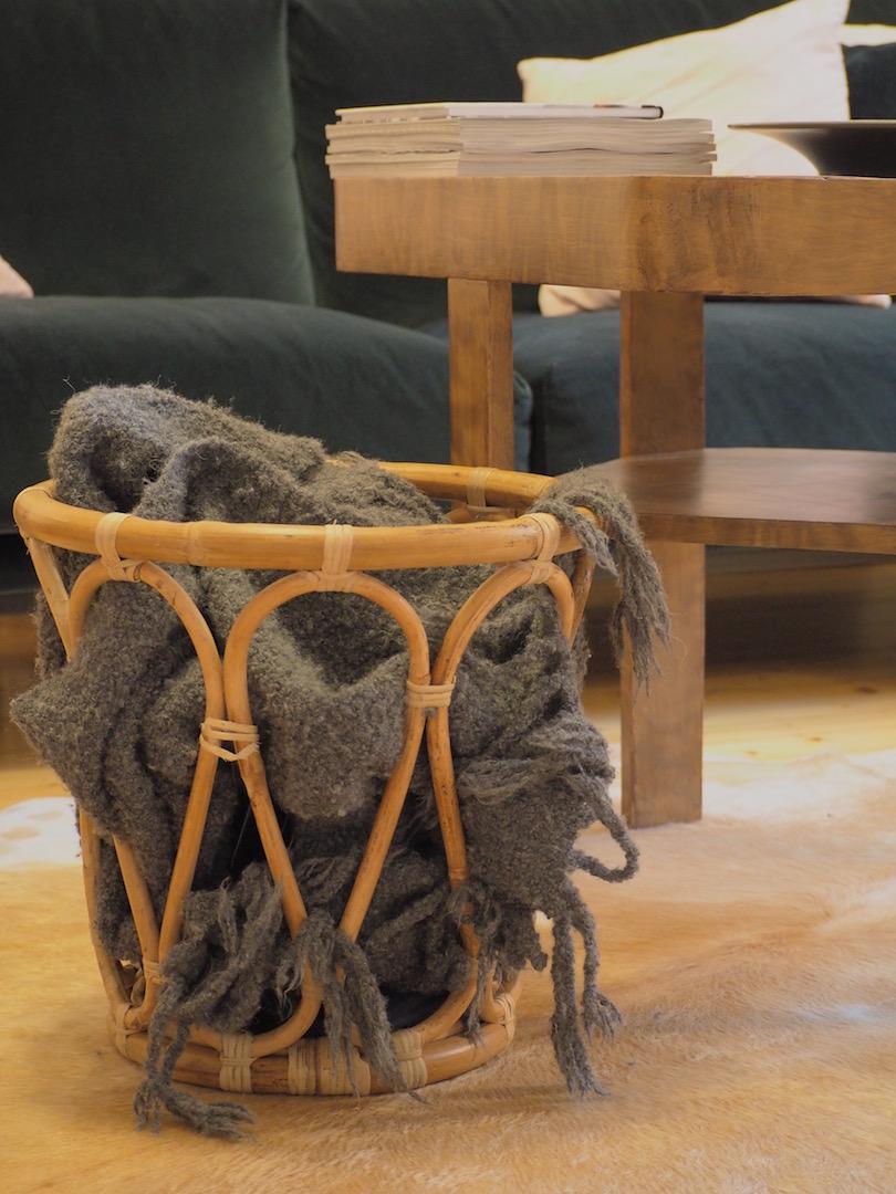 Olohuone ja vanhan pöydän uusi elämä